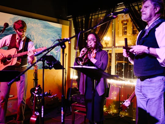 The Dangling Participles will perform at The Avenue Café on Sunday.
