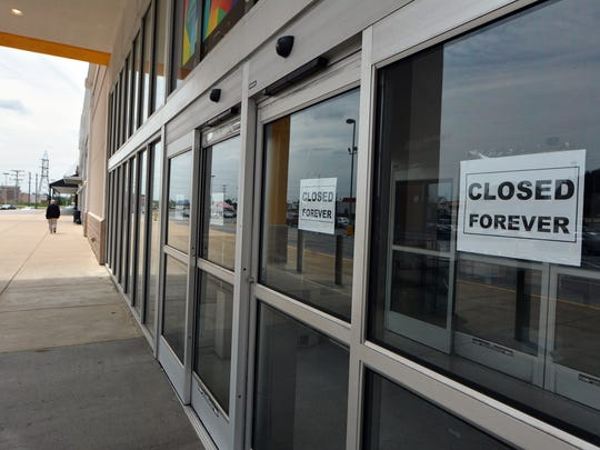 "Signs saying ""Closed Forever"" have been placed on the doors of Hhgregg."