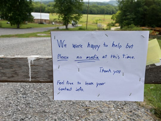 A note asks for privacy Friday, June 16, in the driveway of the residence where a homeowner held two Georgia fugitives at gunpoint leading to their arrests Thursday, June 15, 2017, in Christiana, Tenn.