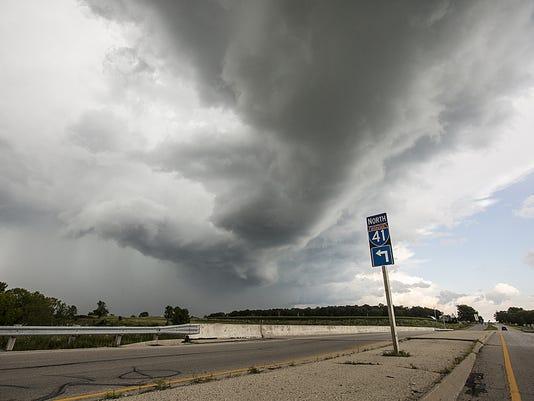 636416109685249130-FON-storm-clouds-081017-dcr.jpg