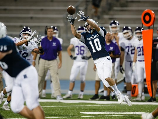 Roosevelt's Eian O'Brien (10) catches a pass during