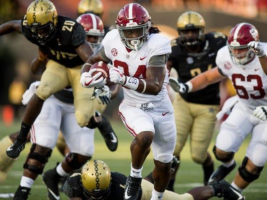Alabama running back Brian Robinson Jr. (24) scores