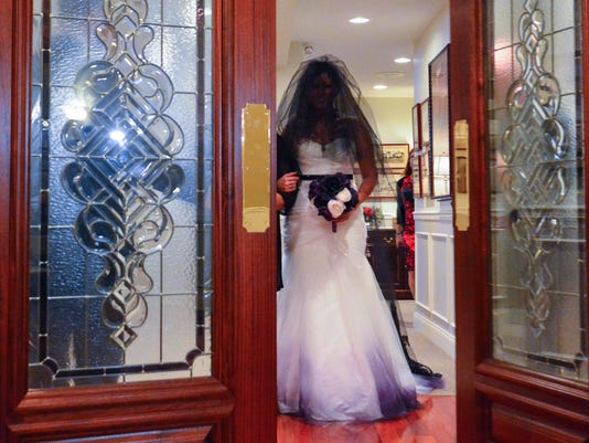 Horror junkies share wedding vows on 13th