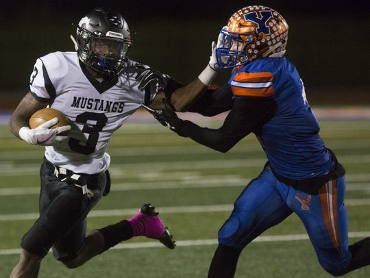 South Western's Delunche Shaw runs with the ball. York