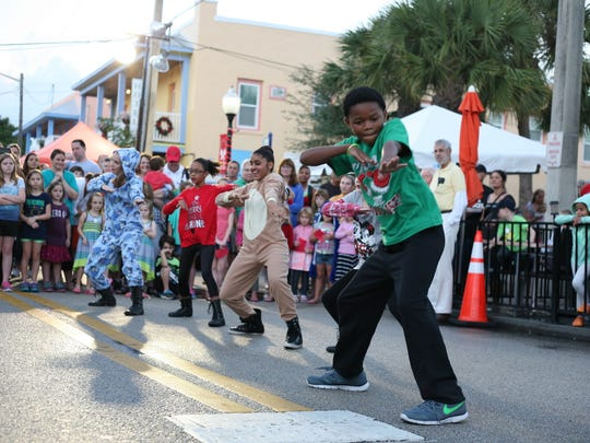 Florida Arts & Dance Company will be performing live at Christmas on Main Street.