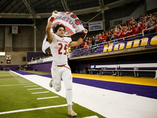 West Sioux, Hawarden's Victor Hernandez runs up and