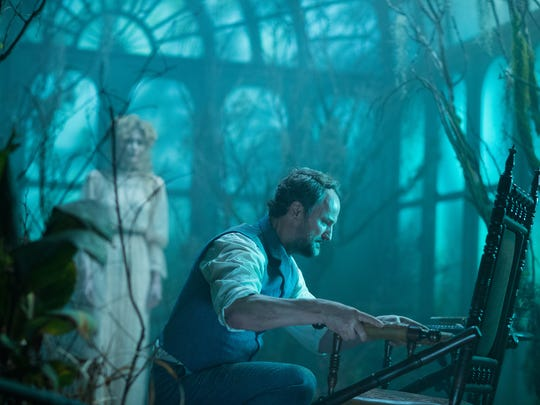 Psychologist Eric Price (Jason Clarke) is visited by