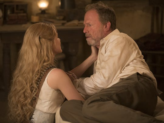 Evan Rachel Wood as Dolores and Louis Herthum as Abernathy
