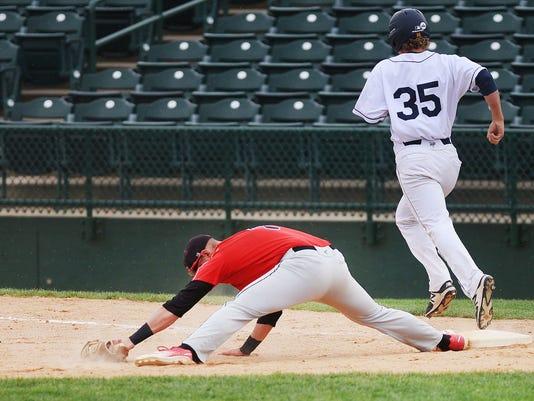 636615907879366315-Augustana-vs-St.-Cloud-State-baseball-004.JPG