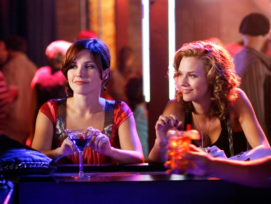 (L-R) Sophia Bush as Brooke and Hilarie Burton as Peyton