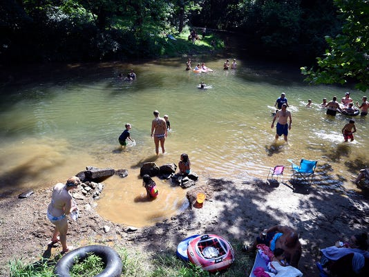 People take to Muddy Creek to beat heat