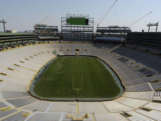 ES_Stadium board tour at Lambeau Field_6.27.12