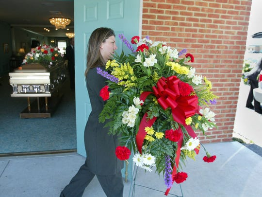 There are 27,505 mortician, undertaker and funeral director jobs in the U.S.