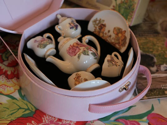 The Pottery Avenue Cottage also features tea sets for children.