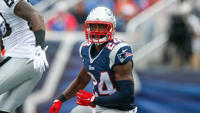 New England Patriots cornerback Darrelle Revis (24) drops back into pass coverage during the Patriots' Sept. 21 game against the Raiders.