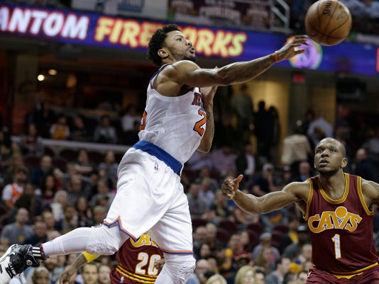New York Knicks' Derrick Rose, left, passes against Cleveland Cavaliers' James Jones (1) in the second half of an NBA basketball game, Thursday, Feb. 23, 2017, in Cleveland. The Cavaliers won 119-104. (AP Photo/Tony Dejak)