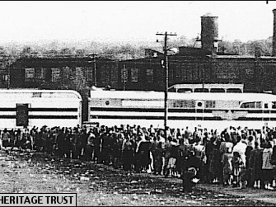 Queue of Yorkers waiting to enter the Freedom Train