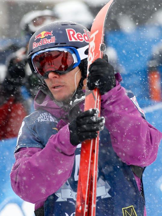 2014-3-26-simon-dumont-halfpipe-skier