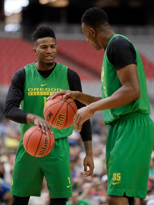 Oregon's Jordan Bell, left, talks to Kavell Bigby-Williams during a practice session for their NCAA Final Four tournament college basketball semifinal game Friday, March 31, 2017, in Glendale, Ariz. (AP Photo/Mark Humphrey)