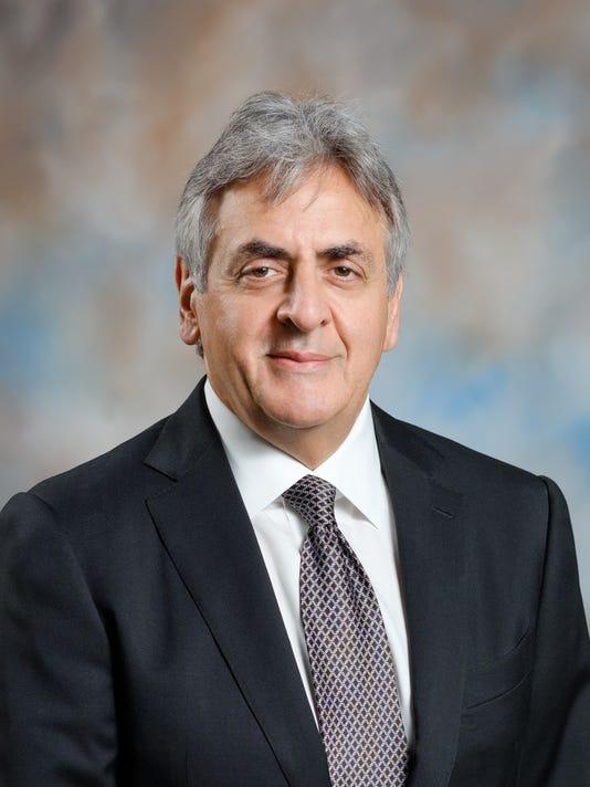 Dr. Lee Voulters