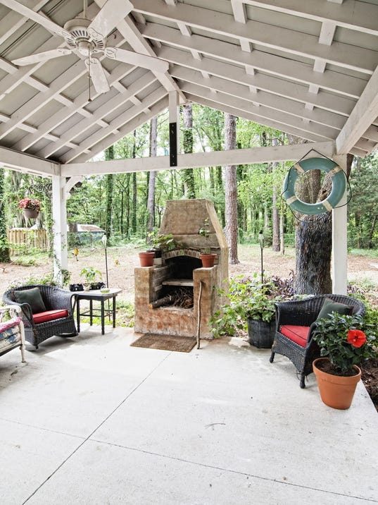 Pizza ovens make for a perfect patio