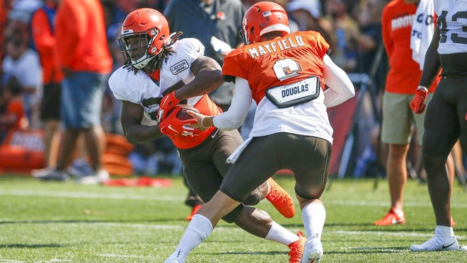 Browns running back Kareem Hunt participates in drills during practice  Thursday.