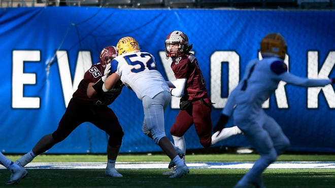 Cael Zebrowski (7) of Verona rushes against Lyndhurst in the first half of the NJSIAA North Group 2 football championship at MetLife Stadium on Nov. 29, 2019, in East Rutherford.