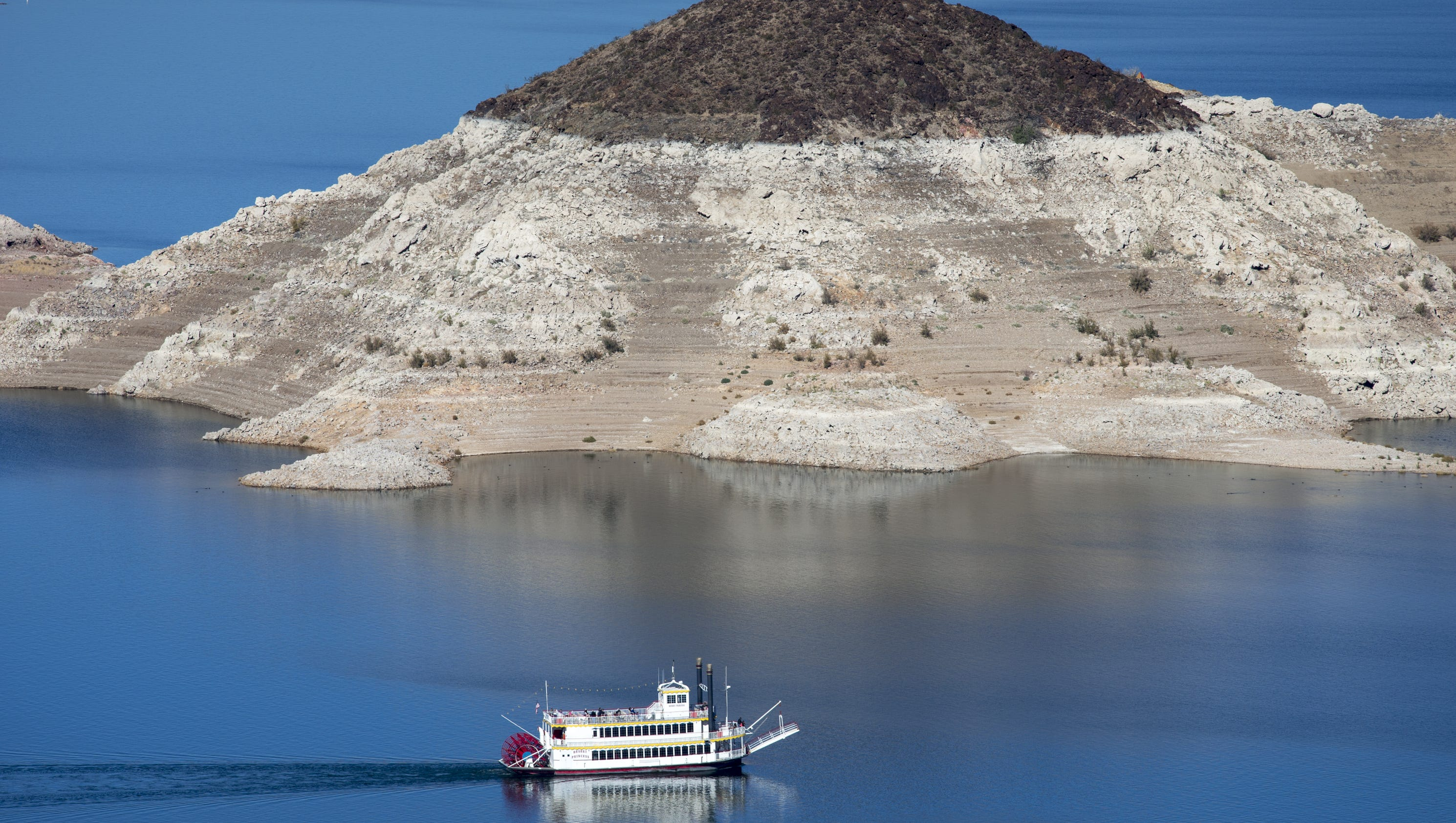Water Level Continues To Drop At Lake Mead
