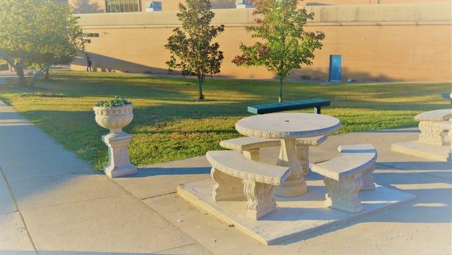 The new outdoor courtyard at Farragut High School.