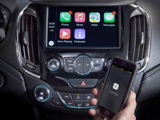 635944497673539288-2016-Chevrolet-Cruze-Apple-CarPlay-001.jpg