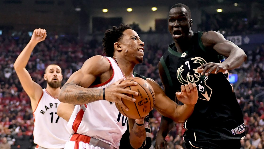636280574992649028-ap-bucks-raptors-basketball.10