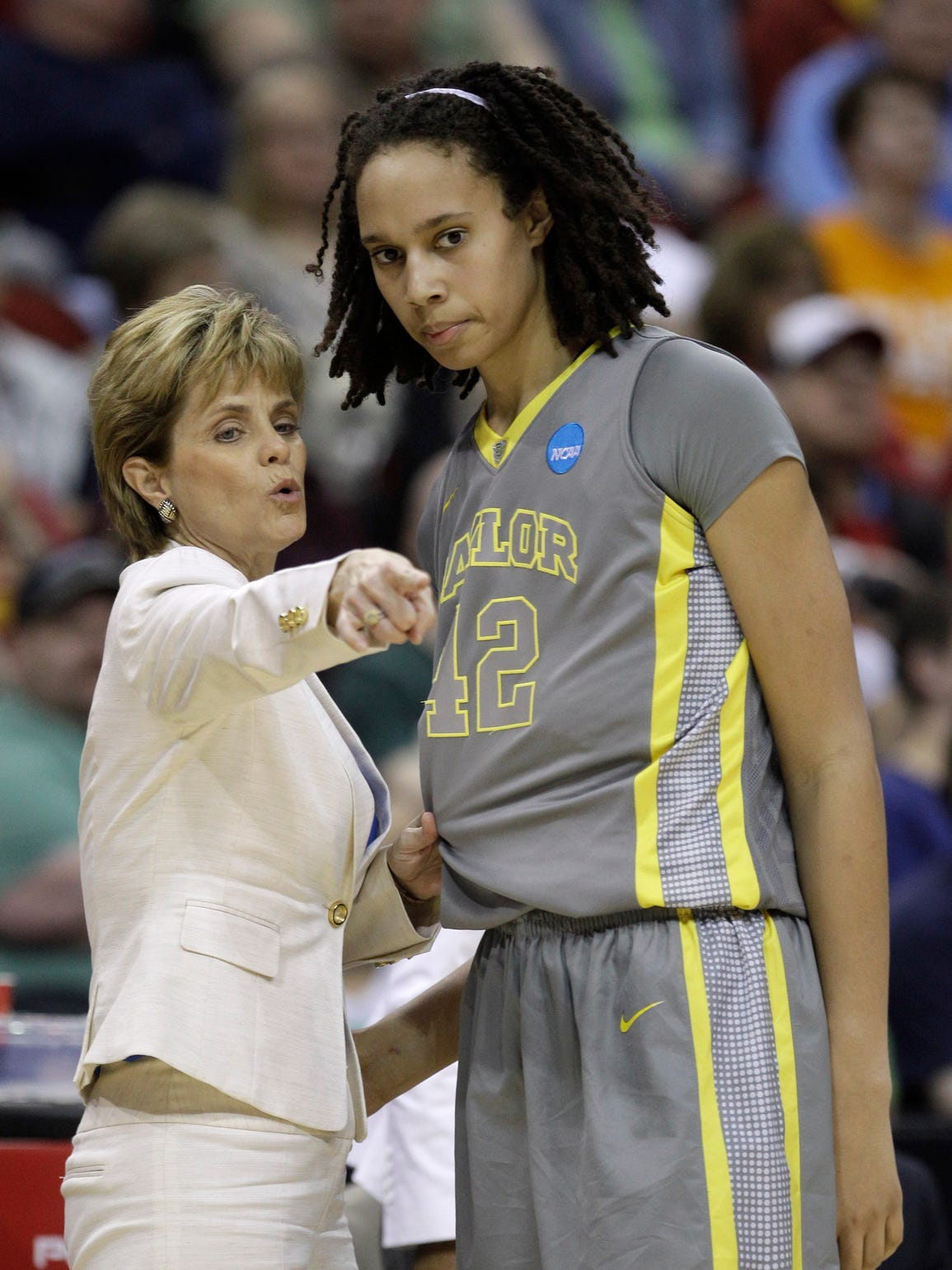 Baylor coach Kim Mulkey talks with former player Brittney