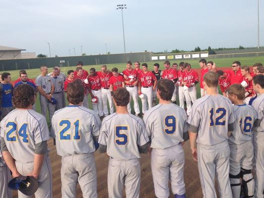 Players from Van and North Lamar join in a pregame prayer