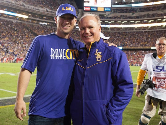 Alex Bregman and Paul Mainieri pose during an LSU football