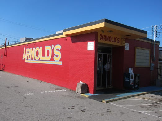 Arnold's occupies a simple cinder-block building on the edge of Downtown Nashville, within walking distance of most major hotels and the Country Music Hall of Fame.