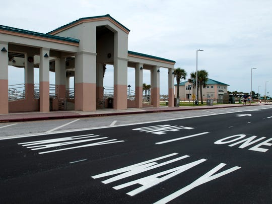 Vehicles enter the Casino Beach parking lot on Via de Luna on Monday, May 22, 2017. The new one-way traffic pattern offers an entrance on Via de Luna and exit on Fort Pickens Road.