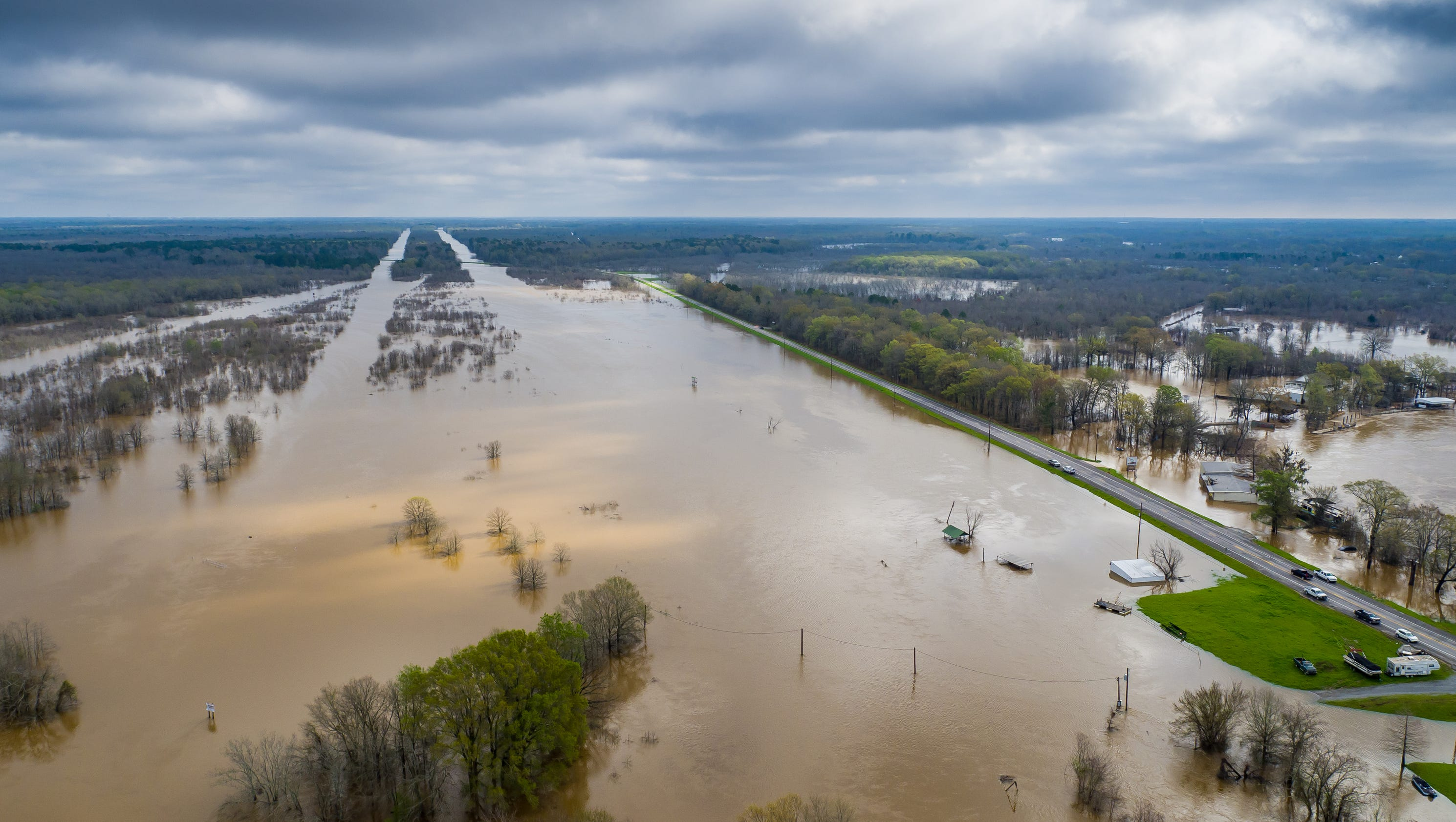 From One Extreme To Another: California On Fire to Lousiana Historic Flooding 635935615108907039-20160313-louisiana-helicam-nela-flood-3