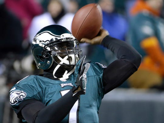 Philadelphia Eagles' Michael Vick warms up before an NFL wild-card playoff football game against the New Orleans Saints, Jan. 4, 2014, in Philadelphia.