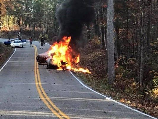 636456455671889333-car-burning.jpg