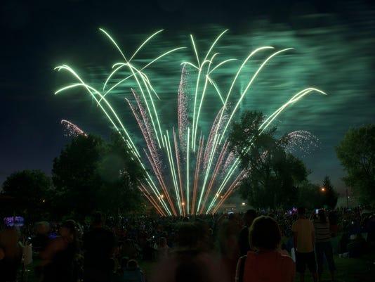 635717493731697332-Salem-Fireworks-31