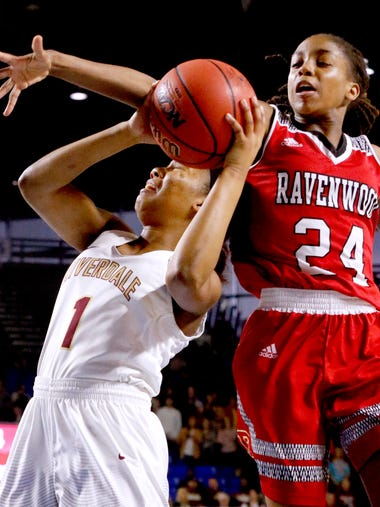 RiverdaleÕs Alasia Hayes (1) goes up for a shot as