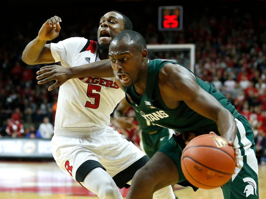 Rutgers Scarlet Knights guard Mike Williams (5) defends against Michigan State Spartans guard Joshua Langford (1)