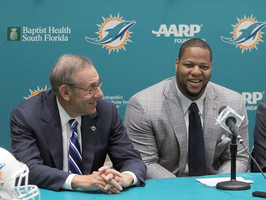 635627162010380518-MCT-SPORTS-FBN-DOLPHINS