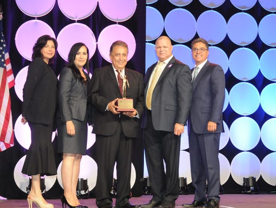 El premio Raul Yzaguirre Community Leadership Award,