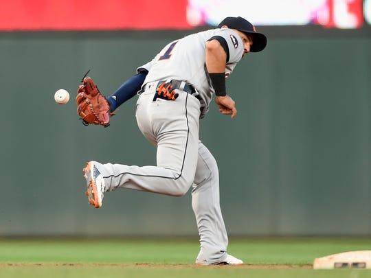 Tigers shortstop Jose Iglesias makes a play at shortstop