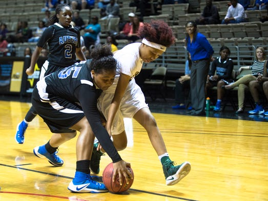Auburn's Alexis Tate (15) steals the ball from Jeff