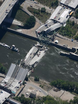 Collapsed section of the I-35W bridge near Minneapolis in 2007.