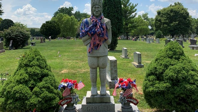 A marker in Green Lawn Cemetery