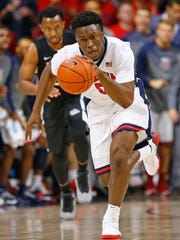 Wildcats forward Stanley Johnson (5) heads down the