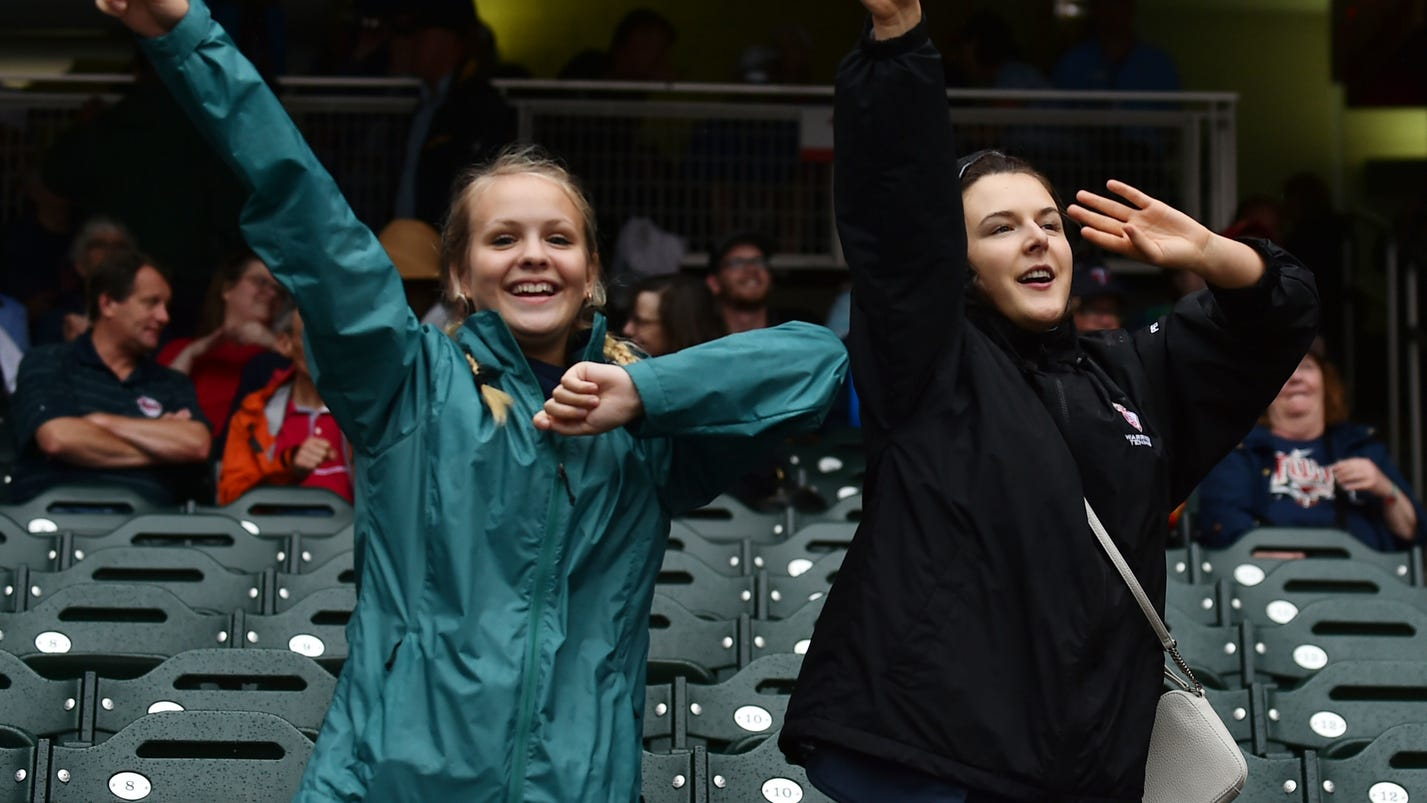 twins fans can exchange tickets to delayed white sox game. Black Bedroom Furniture Sets. Home Design Ideas